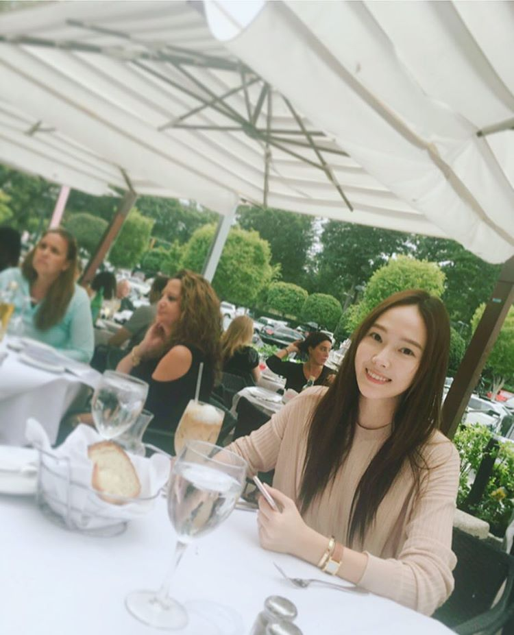 Jessica Jung coffee time