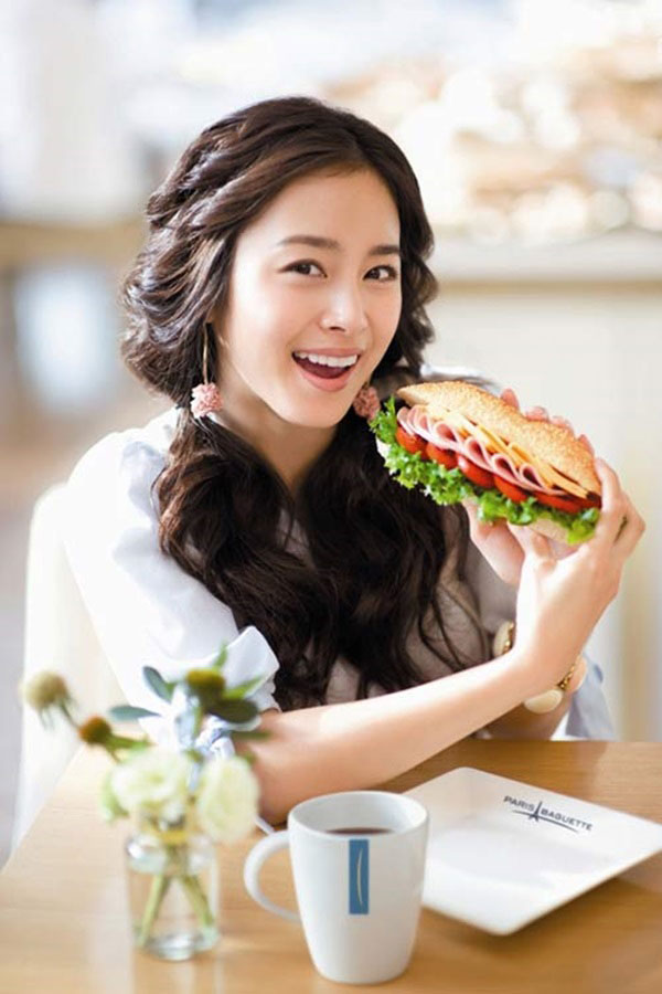 Kim Tae Hee Paris Baguette advertisement