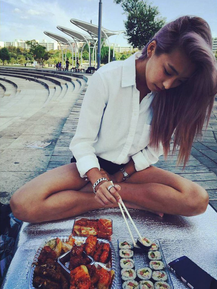 Sistar Bora picnic at Han River